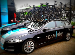 Copyright 17 Tournants - Voiture Sky Paris-Nice 2015