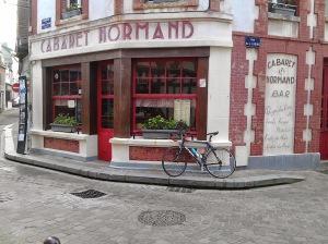 Au Caberet Normand ...les bidons sont empty en semaine !